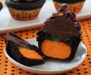 Halloween-pumpkin-cheesecake-filled-cupcakes