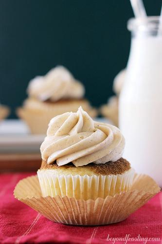 Coffee Cake Snickerdoodle Cupcakes