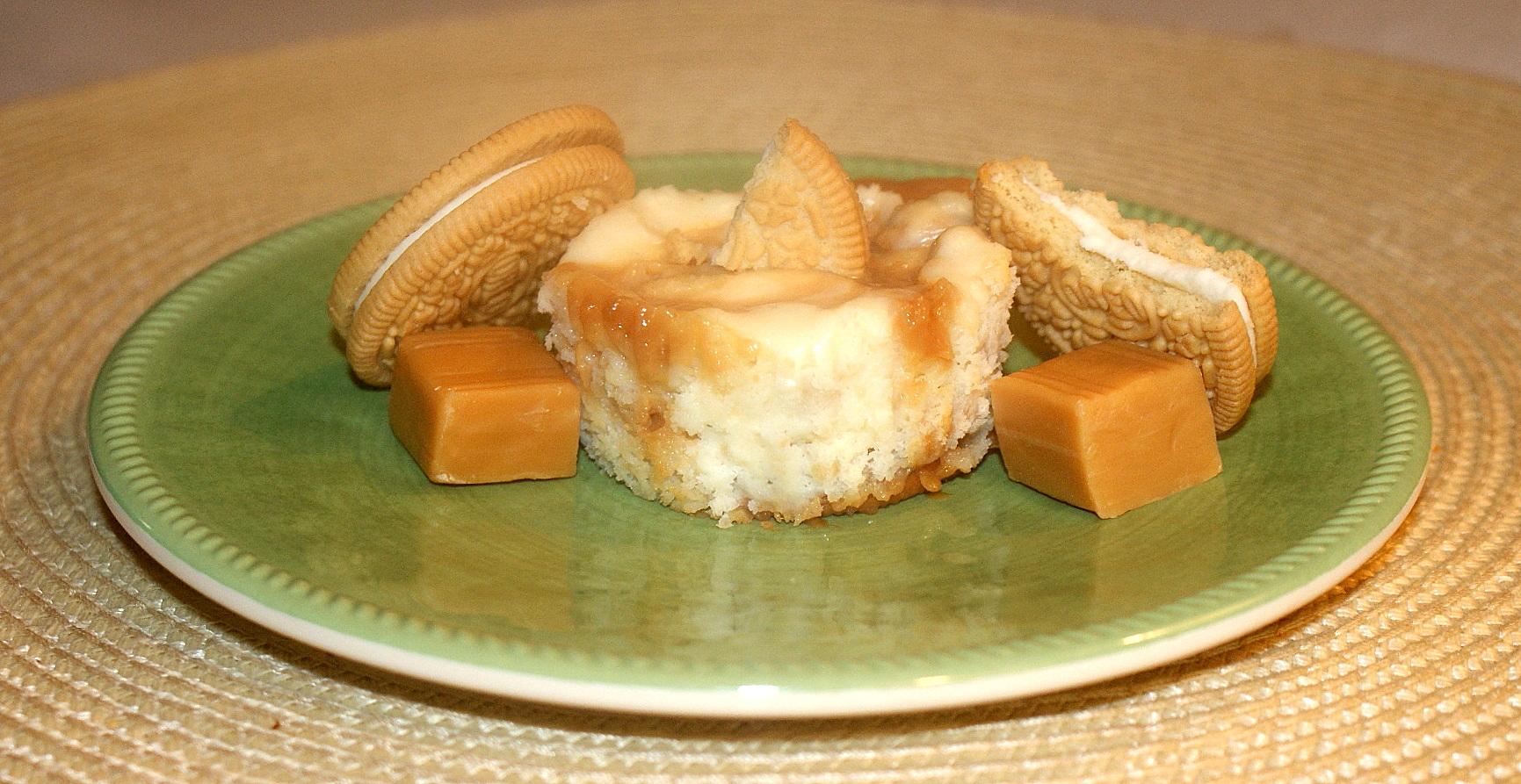 Golden Caramel Cheesecake Cupcakes