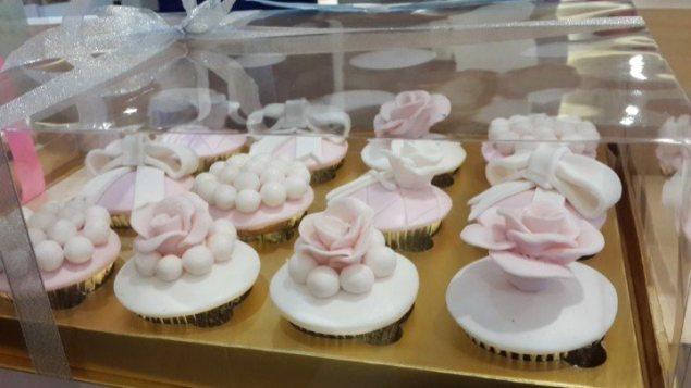 cupcake-hantaran-mewah-pink-bunga-mei