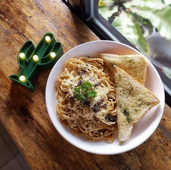 J and J Cafe Carbonara