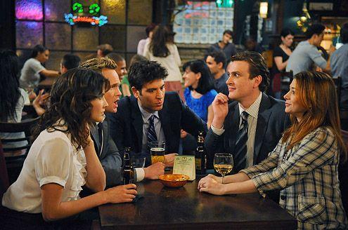 I locali delle 5 sitcom più famose: dove si ritrovano i protagonisti?