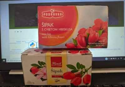 Il thè delle 12: thè alla rosa canina con fiori di ibisco