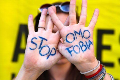 Omofobia a Palermo: due ragazzi aggrediti perché si tenevano per mano