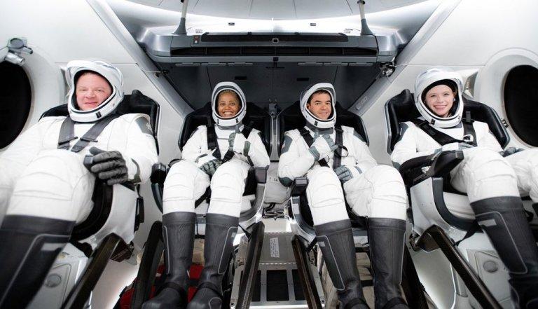 SpaceX: che il turismo spaziale abbia inizio