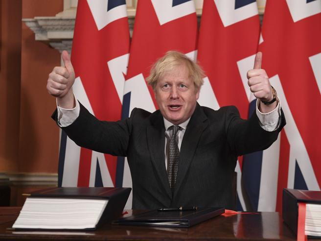 Gran Bretagna: boom di contagi per Covid-19, ma niente restrizioni