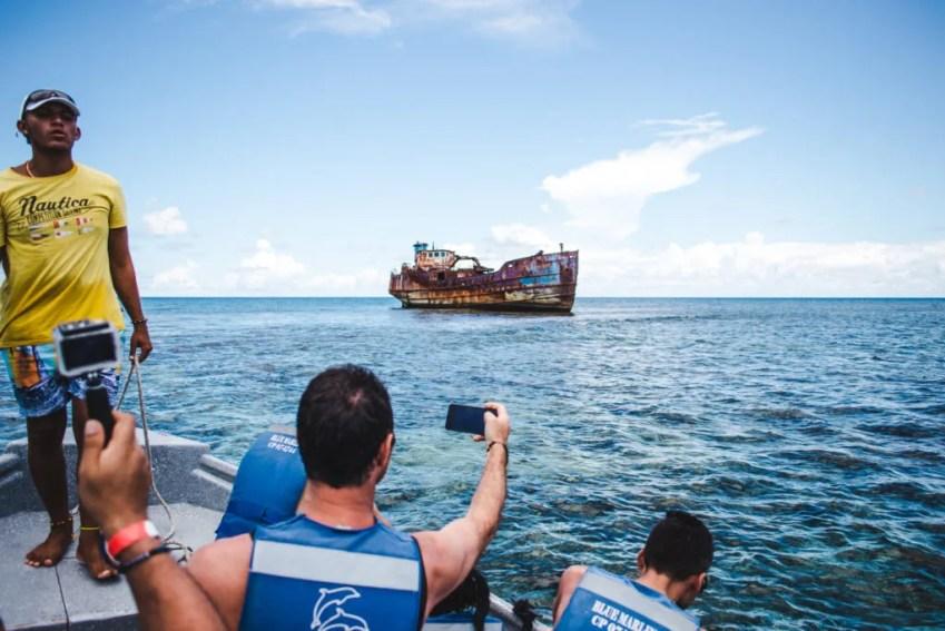 Johnny Cay El Acuario VIP boat tour San Andres Colombia shipwreck