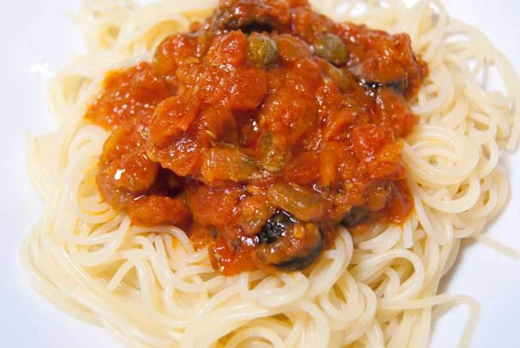 espaguetis-a-la-putanesca-01