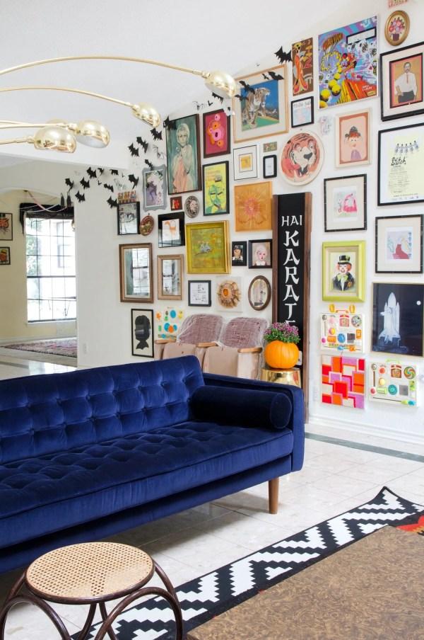 Stunning Living Rooms With Blue Velvet Sofas