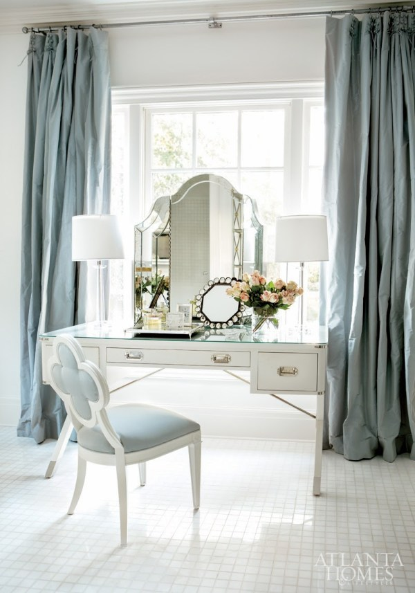Glamorous White & Mirrored Bedroom Vanities Makeup Tables