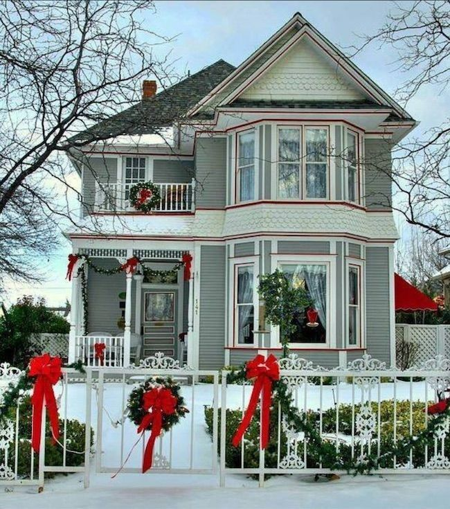 15 Awe Inspiring Outdoor Christmas Houses With Decorations