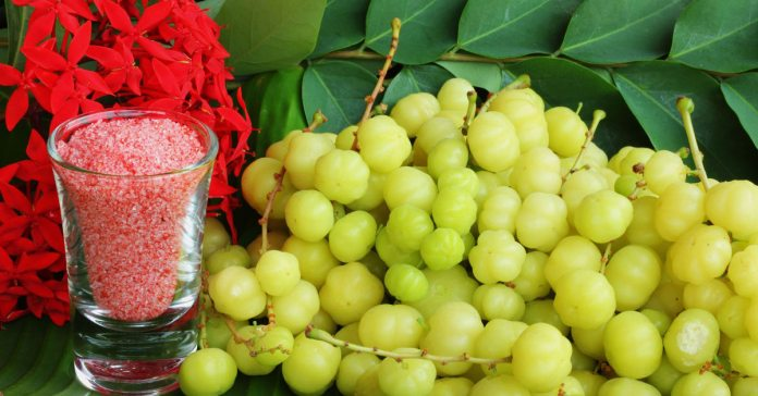 Amla Juice Reduces Cholesterol And Cleanses Colon