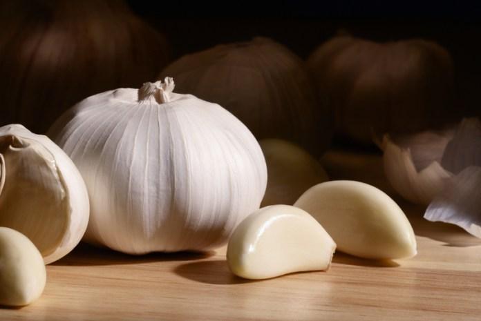 garlic kills intestinal parasites naturally