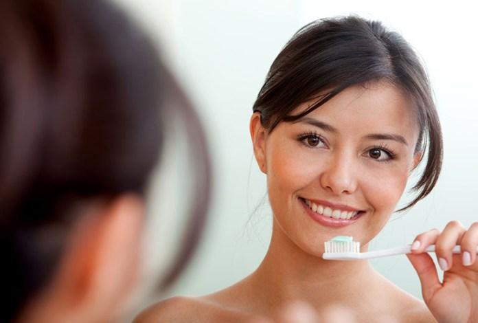 Brushing: 9 Home Remedies for Gingivitis