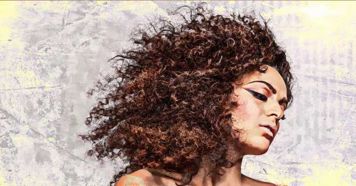 home remedies to tame frizzy hair naturally