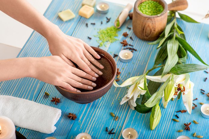 Tips For Healthy Nails: Tips To Grow <!-- WP QUADS Content Ad Plugin v. 2.0.26 -- data-recalc-dims=