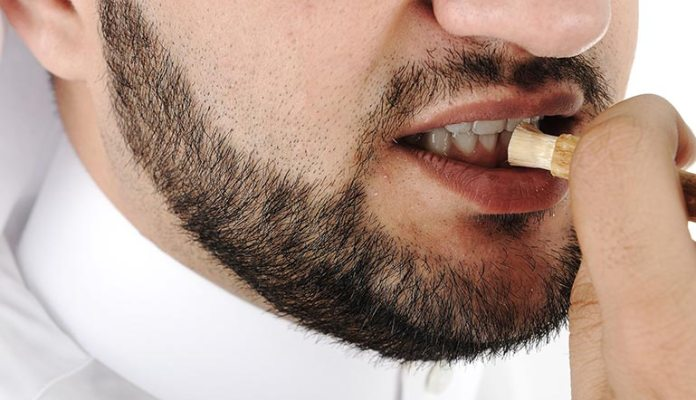 How To Use Miswak
