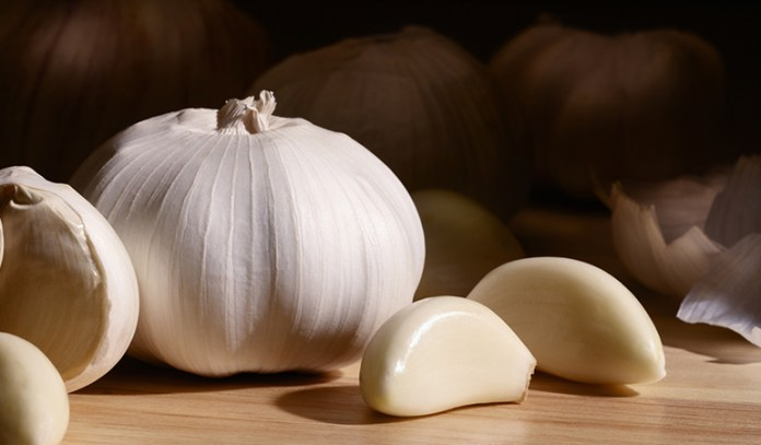 Chew Raw Garlic Cloves_The Effectiveness Of Garlic In Treating The Common Cold