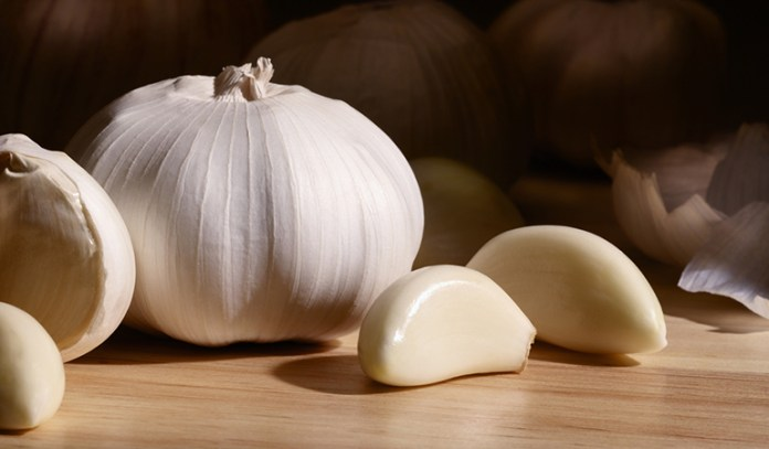 Garlic cloves are one of the effective Remedies For Pityriasis Rosea