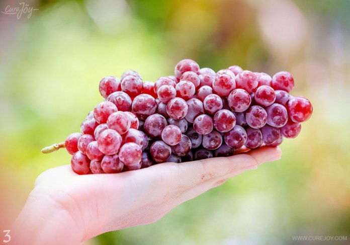 3-red-grapes