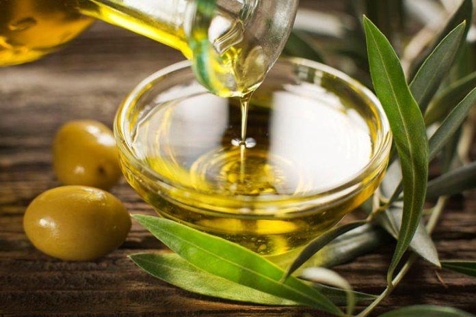 Homemade Face Scrubs For Oily Skin: Olive Oil