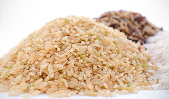 Being rich in vitamin B, protein, antioxidants, and magnesium, brown rice is very helpful in fighting acne.