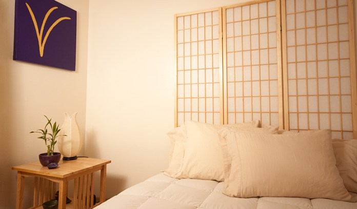 Use Fluffy Pillows And Comfortable Fabrics In Your Bedroom