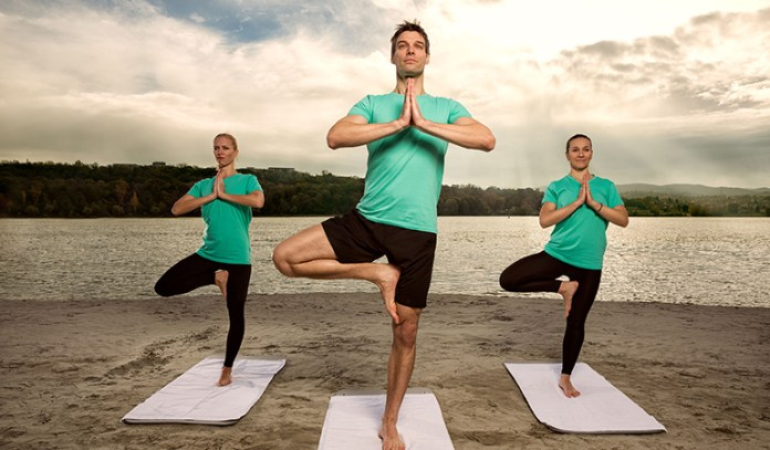 Practicing the tree pose over a long period of time helps provide relief from sciatic neuritis and can also help treat flat feet.