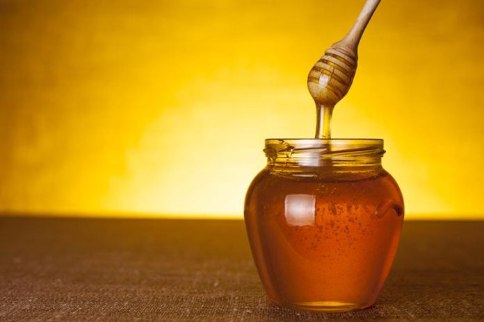 Honey treats wounds, infections, and prevents any resulting rashes on the skin