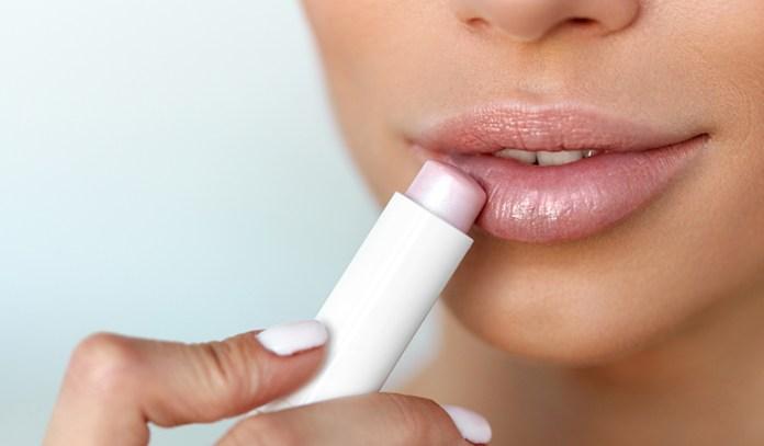Coconut oil keeps lips moisturized