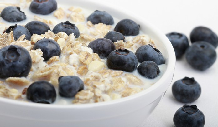 Oat meal, Skimmed milk and blueberries