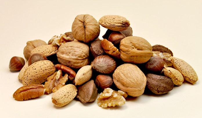 Nuts reduces cholesterol