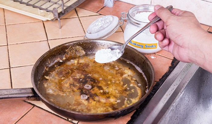 Baking soda can used to clean greasy utensils