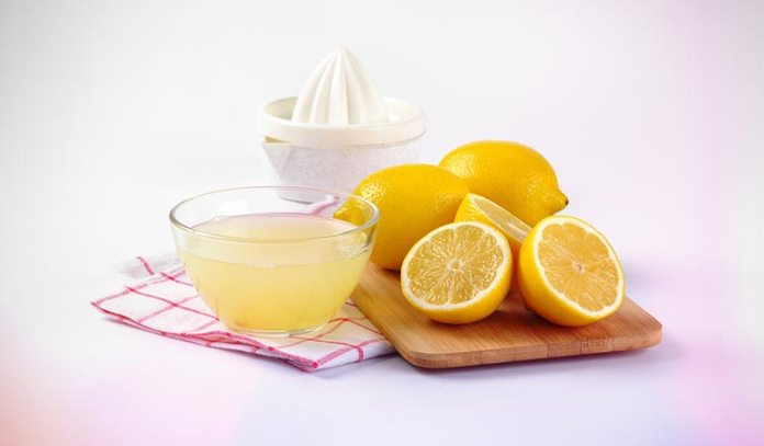 Lemon juice is effective in removing acne scars.