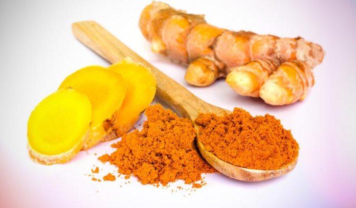 The antibacterial and anti-inflammatory properties of turmeric help in removing dandruff.