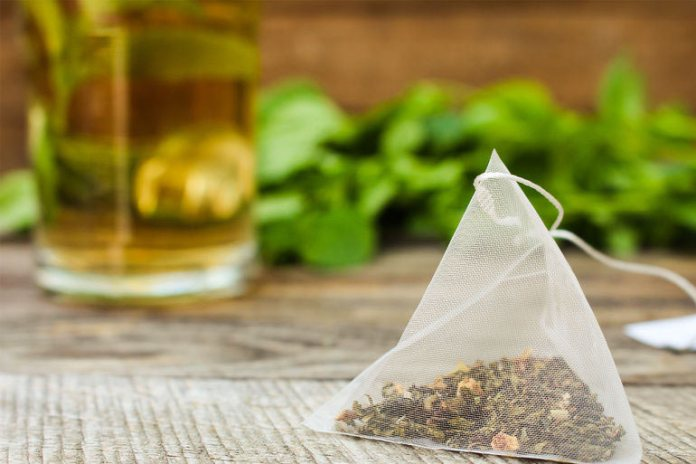 Herbal tea is a potent antioxidant that helps cure inflammation and bring down the swelling.
