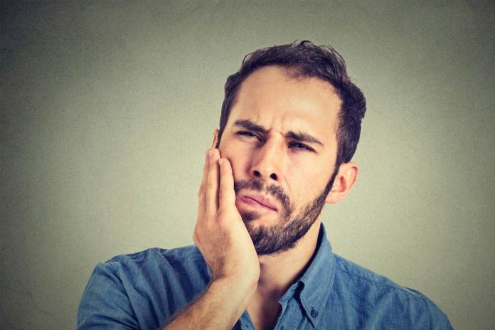 Relieve Your Toothache With A Mixture Of Ground Pepper And Clove Oil