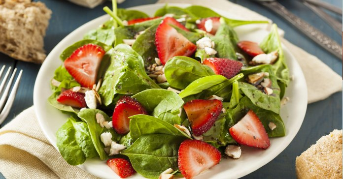 Ways The Spinach And Strawberry Combo Is Good For You