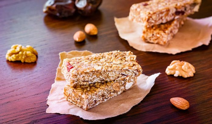 Nut Butter, Dates And Oats Make Healthy Granola Bars