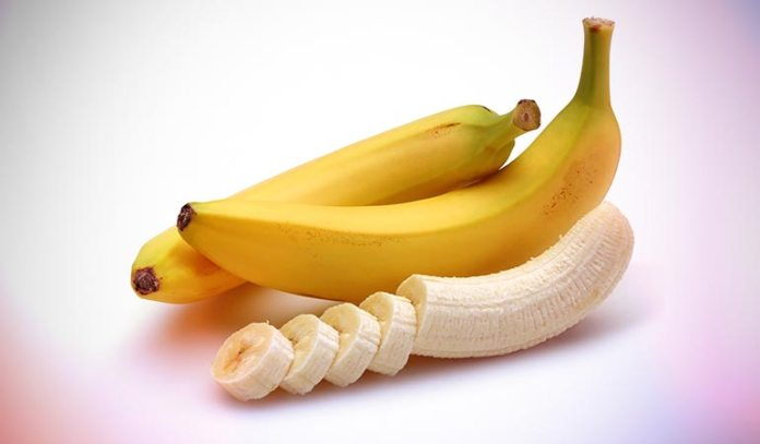 Oatmeal and banana pack helps in hydrating dry skin cells