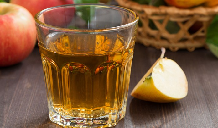 Gargling With Diluted Apple Cider Vinegar Works Wonders For A Sore Throat