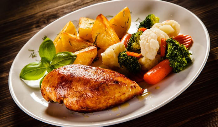 Eat carbs or protein for dinner to lose weight