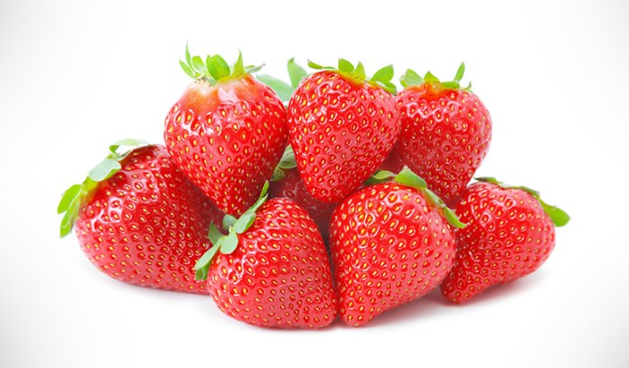 potato and strawberry mask for skin discoloration