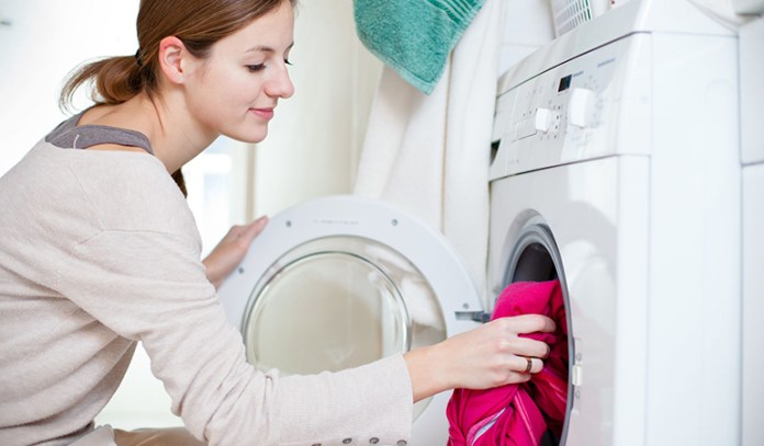 Borax removes stubborn grease, oil, and other nasty stains while deodorizing the clothes