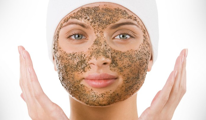 Use A Yogurt And Oatmeal Scrub To Exfoliate And Remove Excess Oil From Your Skin