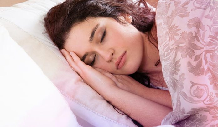 People who sleep less than six hours every day catch cold more often