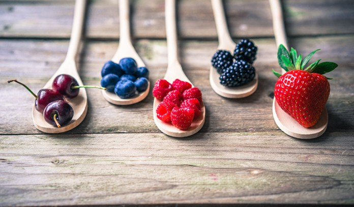 Blueberries and raspberries help to reduce abdominal fat
