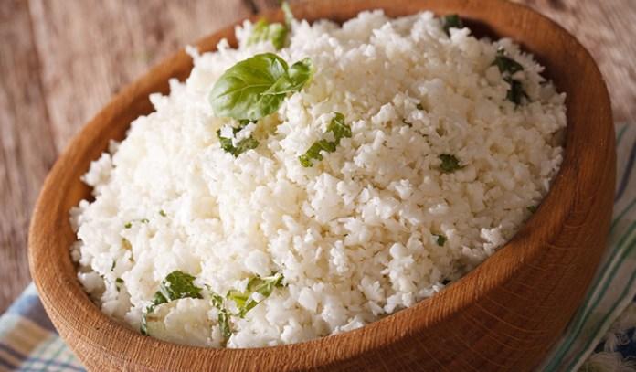 Cauliflower rice contains fewer carbs than normal rice.