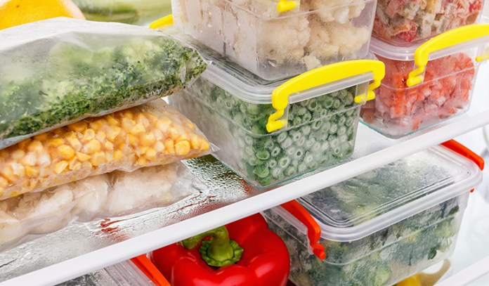 Frozen fruits and vegetables retain their nutritional quality for a long time.