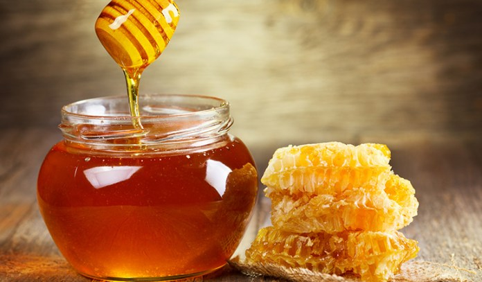 Honey is rich in vitamins and fights skin infections
